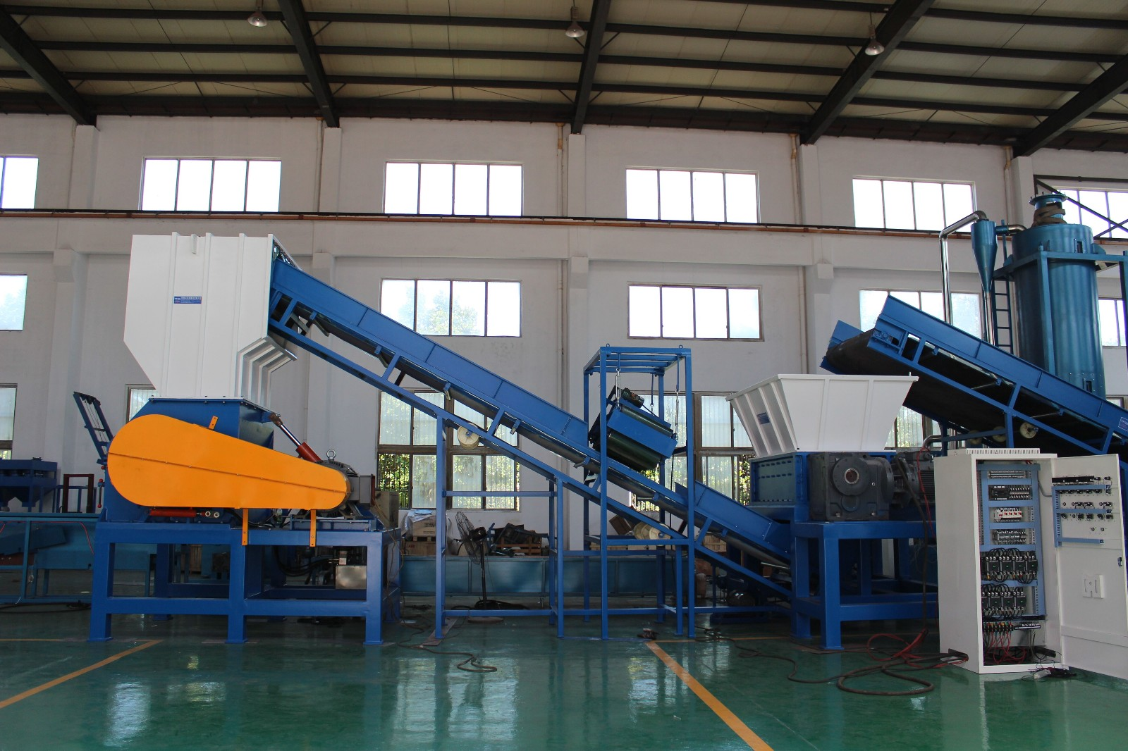 1000-1500KG/H Shreddering Wood Crushing Recycling Line