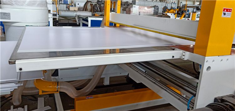 PVC foam sheet cutter